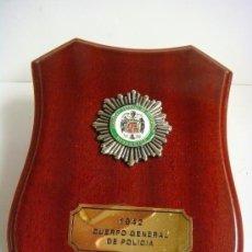 Militaria: METOPA CON PLACA DEL AÑO 1942 CUERPO GENERAL DE POLICIA. Lote 207101343
