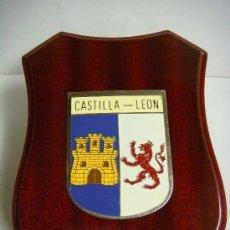 Militaria: METOPA CON LA PLACA DE CASTILLA Y LEON. Lote 207102163