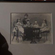 Militaria: GRABADO O LÁMINA DE LA FAMILIA REAL DE ALFONSO XIII. Lote 218613987