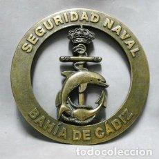 Militaria: BRONCE SEGURIDAD NAVAL BAHIA DE CADIZ FALTO DE METOPA - MET-208. Lote 218689676