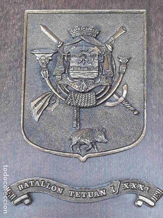 Militaria: METOPA MILITAR EN BRONCE Y BASE EN MADERA - BATALLON TETUAN I / XXXI. - Foto 4 - 219543871
