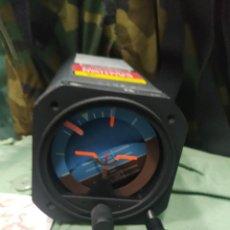 Militaria: HORIZONTE ARTIFICIAL EN USO PARA DIFERENTES AVIONES Y HELICÓPTEROS NUEVO. Lote 222583818