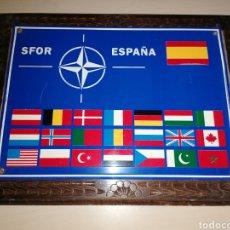 Militaria: CARTEL ENMARCADO EN MADERA SFOR ESPAÑA. Lote 223531877