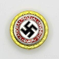 Militaria: REPRODUCCIÓN INSIGNIA DEL PARTIDO NSDAP - ORO. Lote 236302245