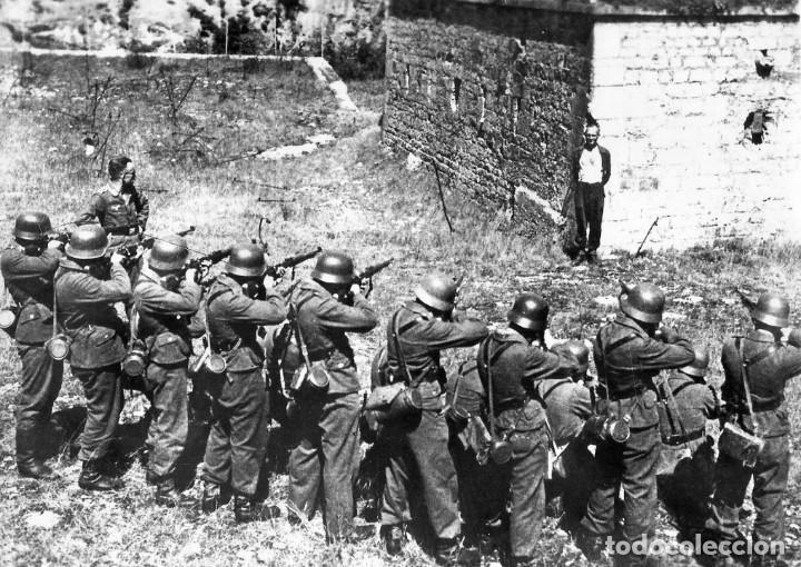 Militaria: ANTIGUO GRABADO INSPIRADO EN EL FRANCÉS QUE SONRIÓ ANTE SU PELOTÓN DE FUSILAMIENTO NAZI - Foto 3 - 238186885