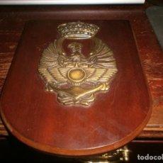 Militaria: METOPA MILITAR BRONCE ÉJÉRCITO ESPAÑOL ALAS DEL EJÉRCITO DEL AIRE ANCLA DE LA ARMADA ÁGUILA 22X17 CM. Lote 248593825