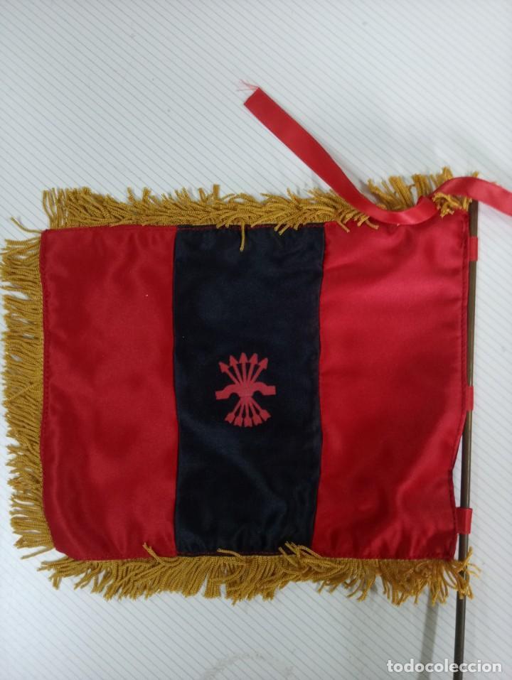 Militaria: Banderin de mesa con mastil de la Falange. - Foto 2 - 253438525