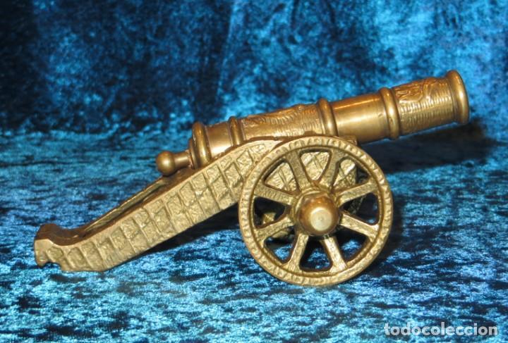 Militaria: Antiguo cañón bronce reproducción artesanía militar relieves grabados - Foto 3 - 254824825