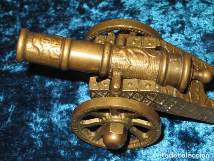 Militaria: Antiguo cañón bronce reproducción artesanía militar relieves grabados - Foto 4 - 254824825
