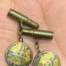 Militaria: GEMELOS INFANTERIA EPOCA FRANCO BALAS DAMASQUINADO TOLEDO AFRICA CAMPAÑA CARACTERES ARABES 17MM. Lote 255534050