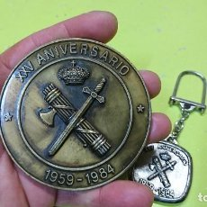 Militaria: MEDALLA Y LLAVERO XXV ANIVERSARIO GUARDIA CIVIL, AGRUPACIÓN DE TRAFICO. Lote 255552900