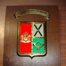 Militaria: ANTIGUA METOPA DE LA BRIGADA CAZADORES DE MONTAÑA Nº LXI BRONCE Y MADERA 25 X 17 CM.. Lote 257861550