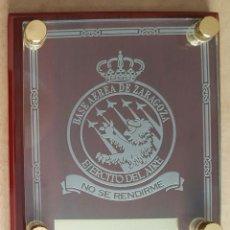 Militaria: METOPA DE LA BASE AÉREA DE ZARAGOZA (EN CRISTAL). Lote 267425209