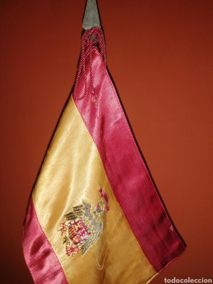 Militaria: Antiguo estandarte de sobremesa, bandera de España escudo franquista - Foto 3 - 268950034