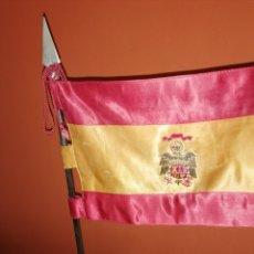Militaria: ANTIGUO ESTANDARTE DE SOBREMESA, BANDERA DE ESPAÑA ESCUDO FRANQUISTA. Lote 268950034
