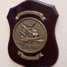 Militaria: MAGNÍFICA METOPA FACTORIA NAVAL BAZÁN SAN FERNANDO, MADERA Y BRONCE, PERFECTO ESTADO.. Lote 269204543