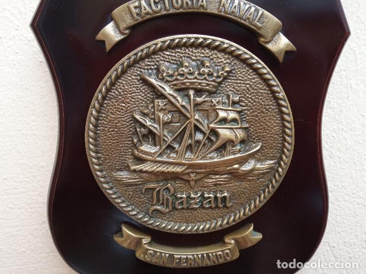 Militaria: MAGNÍFICA METOPA FACTORIA NAVAL BAZÁN SAN FERNANDO, MADERA Y BRONCE, PERFECTO ESTADO. - Foto 2 - 269204543