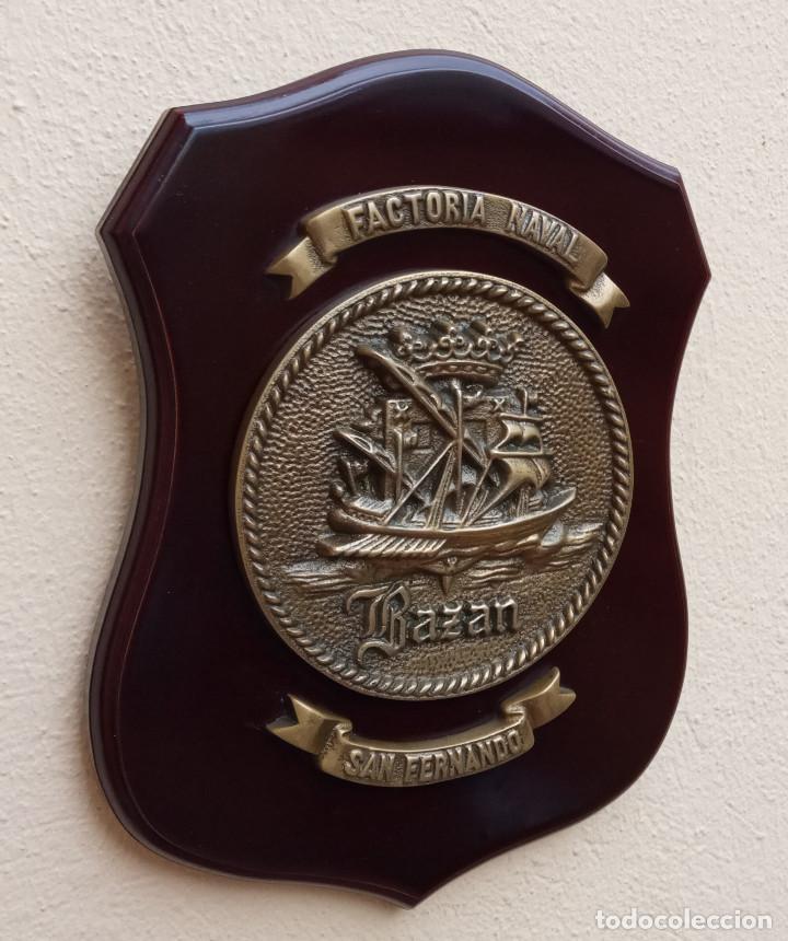 Militaria: MAGNÍFICA METOPA FACTORIA NAVAL BAZÁN SAN FERNANDO, MADERA Y BRONCE, PERFECTO ESTADO. - Foto 4 - 269204543