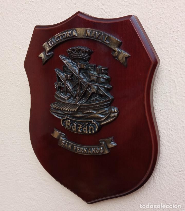 METOPA FACTORIA NAVAL BAZÁN SAN FERNANDO, MADERA Y BRONCE, PERFECTO ESTADO (Militar - Reproducciones, Réplicas y Objetos Decorativos)