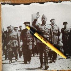 Militaria: RECORTE DEL MILITAR FRANCISCO FRANCO - CAUDILLO , VIDA COTIDIANA, MILITAR, FAMILIAR ETC VER MAS . Lote 113469619