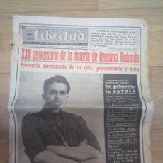 Militaria: LIBERTAD PERIÓDICO FALANGE VALLADOLID ESPECIAL ANIVERSARIO MUERTE ONESIMO REDONDO 1961. Lote 213811562