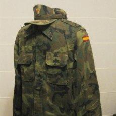 Militaria: 1 GUERRERA MIMETIZADA DE CAMPAÑA Y 1 GORRA.. Lote 27309173