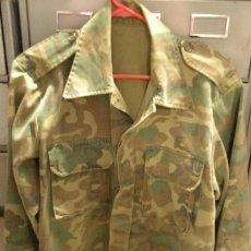 Militaria: CAMISOLA DE CAMUFLAJE DE 45 CMS DE HOMBRO A HOMBRO. Lote 24166914