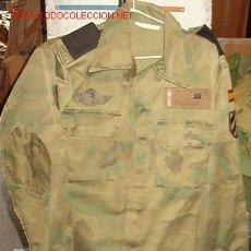 Militaria: CAMISOLA PARACAS CON PARCHES. Lote 121233723