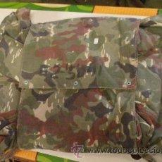 Militaria: PONCHO DE PARACAIDISTA DE CAMUFLAJE DE PRIMAVERA. Lote 26445155