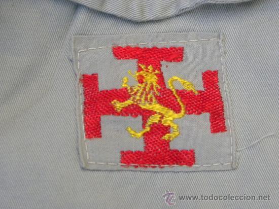 CAMISA Y PANTALON FECHA ORGANIZACION JUVENIL ESPAÑOLA OJE Y PACHE DE EMBLEMA EN CADA BOLSILLO C 1960 (Militar - Uniformes Españoles )