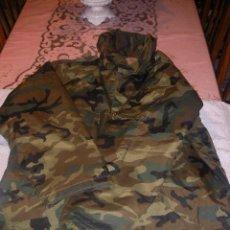 Militaria: CHAQUETON MILITAR IMPERMEABLE TALLA 1 NUEVO CON GORRO INCORPORADO. Lote 35215687