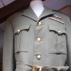 Militaria: GUERRERA DE COMANDANTE DE INTENDENCIA MILITAR CON 2 PASADORES DE DIARIO. EPOCA DE FRANCO .+. Lote 37409322
