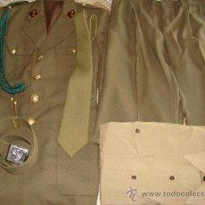 Militaria: UNIFORME DE ALFÉREZ DE ARTILLERÍA. GUERRERA PANTALON CINTURON CORBATA CAMISA CORDÓN. ROMBOS. . Lote 37604119