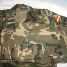 Militaria: UNIFORME CAMUFLAJE MIMETA VERDE EJÉRCITO. Lote 38913672