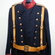 Militaria: UNIFORME DE GALA DE GUARDIA CIVIL, EMPLEO BRIGADA, CORREAJE CHAROL, CINTURON Y TRINCHAS GUERRERA. Lote 40454672