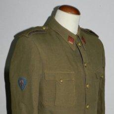 Militaria: UNIFORME DE TENIENTE DE CABALLERIA, CON PARCHE DE TELA BORDADO DE SANTIAGO Y CIERRA ESPAÑA, LA CHAQU. Lote 42070185