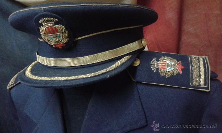 Militaria: GUERRERA Y GORRA JEFE POLICIA LOCAL DE TERRASSA AÑOS 60 - Foto 2 - 51241697