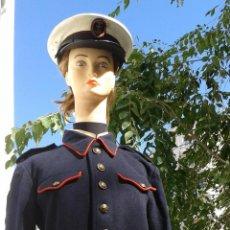 Militaria: GUERRERA ANTIGUA DE INFANTERIA DE MARINA Y GORRA DE PLATO CON EMBLEMA METALICO. Lote 51408378