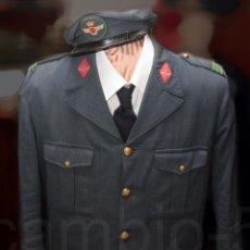 Militaria: UNIFORME DE CABO DEL EJÉRCITO DEL AIRE RÉGIMEN ANTERIOR, CHAQUETA CORTA Y GORRA DE PLATO.. Lote 52752251