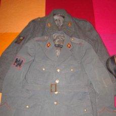Militaria: LOTE DE DOS CHAQUETAS POLICÍA ARMADA (VER FOTOS). Lote 53261871
