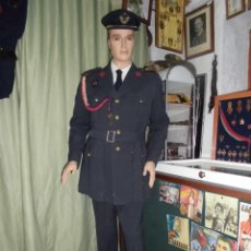 Militaria: UNIFORME DE ALFEREZ MUY COMPLETO EPOCA DE FRANCO. Lote 59811949