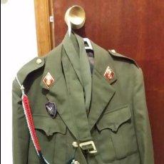 Militaria: UNIFORME CON GORRA SARGENTO DE LA IMEC, EPOCA FRANCO ARMA DE ARTILLERIA, ROMBO, INSIGNIA, CADETERA. Lote 53619028
