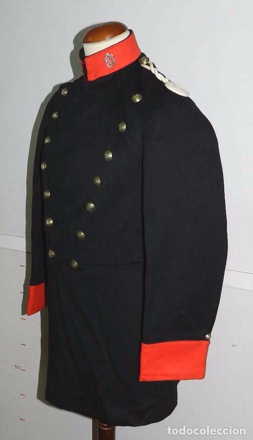 Militaria: Chaqueta o casaca de la Guardia Civil, época de la II Republica, con insignias metalicas en el cuell - Foto 2 - 67222349