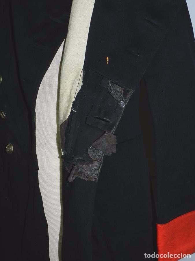 Militaria: Chaqueta o casaca de la Guardia Civil, época de la II Republica, con insignias metalicas en el cuell - Foto 9 - 67222349