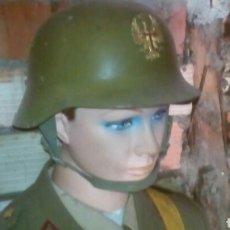 Militaria: UNIFORME GALA EPOCA FRANCO CASCO OFICIAL CARTON PIEDRA. Lote 84233363