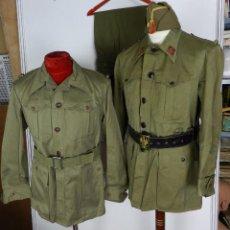 Militaria: LOTE CHAQUETA Y GUERRERA, REGLAMENTO 1943, PERIODO POST GUERRA CIVIL, CON GORRA CUARTELERA DE COMAN. Lote 87500840