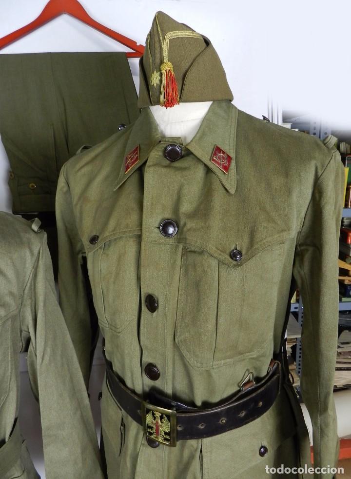 Militaria: LOTE CHAQUETA Y GUERRERA, REGLAMENTO 1943, PERIODO POST GUERRA CIVIL, CON GORRA CUARTELERA DE COMAN - Foto 2 - 87500840