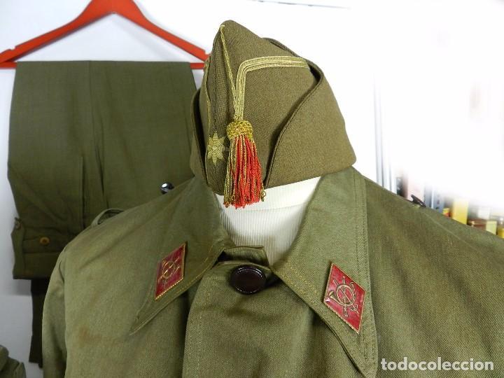 Militaria: LOTE CHAQUETA Y GUERRERA, REGLAMENTO 1943, PERIODO POST GUERRA CIVIL, CON GORRA CUARTELERA DE COMAN - Foto 3 - 87500840