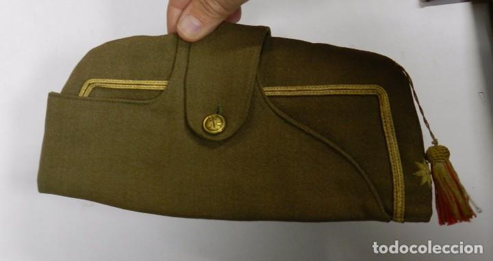 Militaria: LOTE CHAQUETA Y GUERRERA, REGLAMENTO 1943, PERIODO POST GUERRA CIVIL, CON GORRA CUARTELERA DE COMAN - Foto 7 - 87500840