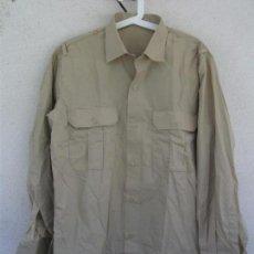 Militaria: CAMISA MILITAR ESPAÑOLA. MANGA LARGA. TALLA 42, COLOR BEIGE,GARBANZO,ARENA,REPRESENTACIÓN. Lote 244673800